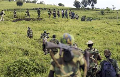 M23 rebel fighters walk as they withdraw near the town of Sake, some 42 km (26 miles) west of Goma November 30, 2012. A rebel pullback from Goma, seized by M23 from fleeing United Nations-backed government forces on November 20, would signal some progress in international efforts to halt the eight-month-old insurgency in eastern Democratic Republic of Congo.