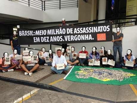 Los manifestantes protestaron por los altos indices de homicidios en Brasil.
