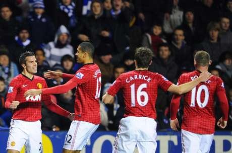 Manchester United venceu jogo emocionante por 4 a 3 e abriu três pontos de vantagem sobre o City