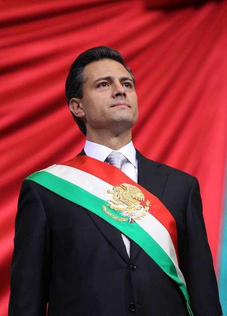 El mandatario lució una corbata en gris que constrataba con la tendencia a llevarla en rojo o verde de sus predecesores priístas.