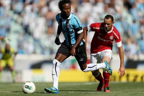 Em jogo quente e com duas confusões, o Grêmio não conseguiu superar a retranca do Inter