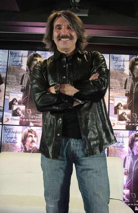Durante el show, Verdaguer rindió homenaje a músicos como Leonardo Favio y al español Juan Carlos.
