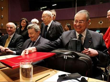 Equipo peruano en Corte de La Haya