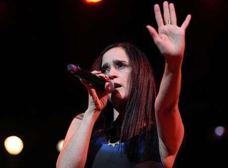 "Julieta Venegas estrena sangriento videoclip ""Tuve Para Dar""."