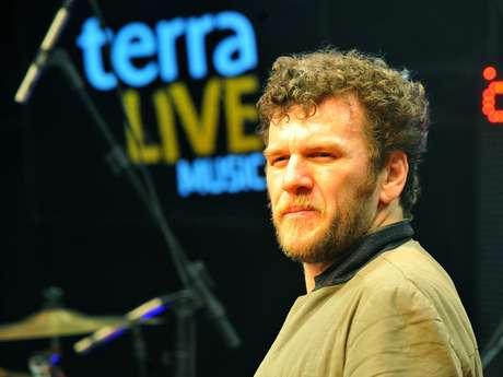 Otto se apresentou no Terra Live Music Especial Natura Musical nesta sexta-feira (7)