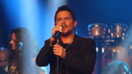 Alejandro Sanz gave millions of fans all over the world a majestic night to remember during his first live streaming concert on Terra Live Music. Directly from Bamboo on Miami Beach, Sanz sang his latest from 'La Music No Se Toca' and greatest hits to screaming fans who sang every single word. Take a look at some of the best shots of the night ahead.