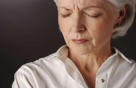 Psicológicos: Los repentinos cambios de humor son característicos de la menopausia, las mujeres pueden pasar de la irritabilidad a la felicidad, sentirse deprimidas, cansadas, ansiosas y hasta padecer alteraciones del sueño.