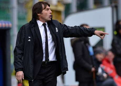 Juventus coach Antonio Conte returned to the bench from a 4-month ban