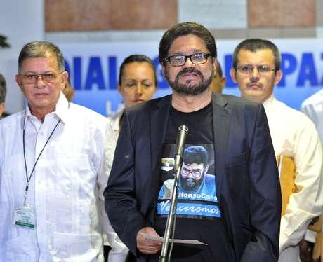 """""""Queremos expresar nuestra solidaridad y voz de aliento al presidente Hugo Chávez en esta encrucijada de su vida"""", dijo el guerrillero """"Iván Márquez"""", jefe del equipo negociador de las Fuerzas Armadas Revolucionarias de Colombia (FARC)."""