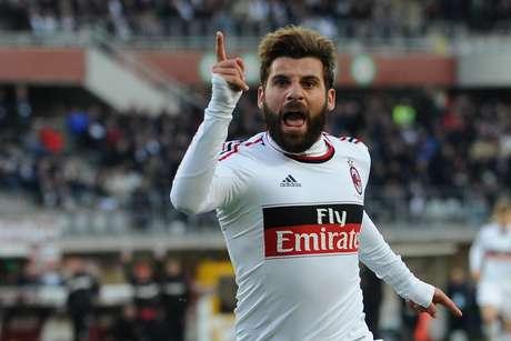 Milan acumula tres triunfos consecutivos en Liga.
