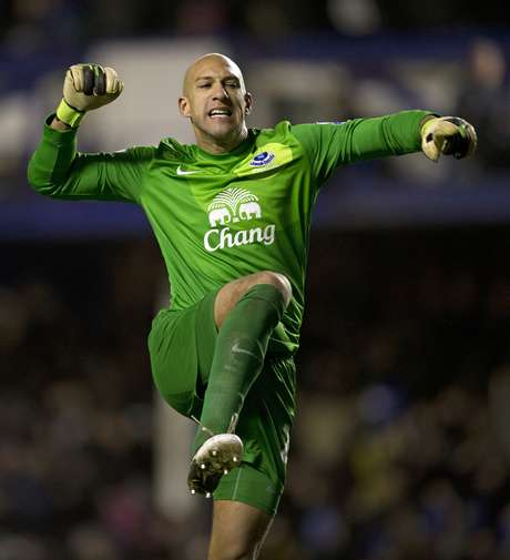 Tim Howard celebrates Everton's win