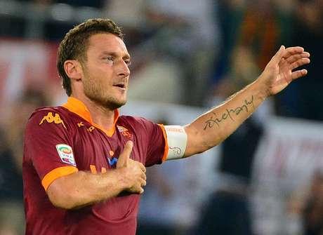 Ganador de la Liga y a Copa, no se puede pensar en la Roma sin hacer referencia a Francesco Totti, el capitán romano es el ícono del club con el que lleva desde 1993.