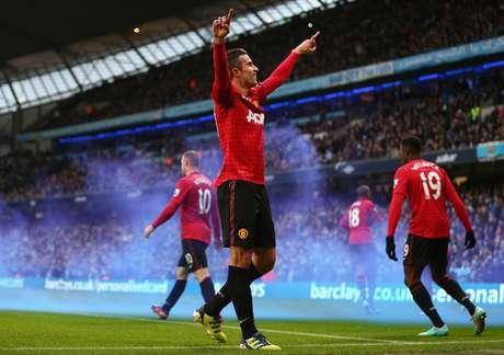 Robin Van Persie marcou no final e deu a vitória ao Manchester United