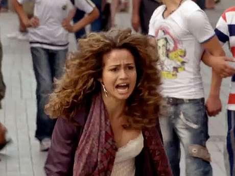 Morena (Nanda Costa) voltará ao Brasil porque Lívia (Claudia Raia) tentará abafar uma investigação