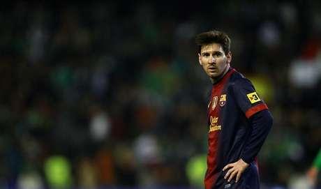 Lionel Messi, do Barcelona, durante partida da primeira divisão espanhola contra o Real Betis, no estádio de Benito Villamarin, em Sevilla. O atacante do Barcelona Lionel Messi foi pai pela primeira vez no mês passado, aos 25 anos de idade, mas a paternidade não parece ter diminuído o ritmo do argentino, pelo contrário, parece ter aguçado seu apetite por gols. 09/12/2012