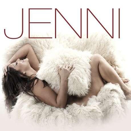 """En el 2009, Jenni Rivera dio un giro totalmente inesperado y bienvenido. Desde su figura, el estilo del álbum, y temas como """"Chuper Amigos"""", """"Culpable O Inocente"""", """"Con Él"""" y """"La Primera Piedra"""", este CD titulado Jenni es de sus esenciales."""
