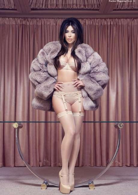 En comparación con otras celebridades, podemos decir que Kim Kardashian tiene un cuerpo saludable. No es ultra delgada, tiene curvas y se ha cuidado para hacerlo lucir al máximo con cada outfit que usa. Así que si tienes una silueta similar a la de la modelo, ¡a mover la cadera! Te compartimos algunos de sus hábitos y entrenamiento.<br />