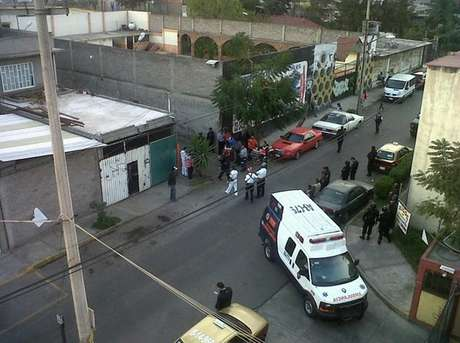Hasta un helicóptero Cóndor se dio cita en la colonia Santa Ana Zapotitlán para controlar la situación.