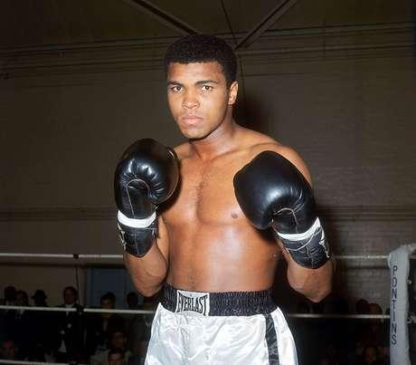 Muhammad Ali (Cassius Marcellus Clay Jr.); Récord: 56-5, 37 KO; Años en activo: 1960-1981; Títulos: AMB Heavyweight (4X), CMB Heavyweight (2X)