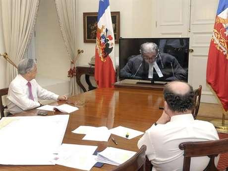 El Presidente Sebastián Piñera y el canciller Alfredo Moreno siguen la última exposición chilena desde las 06:00 horas.