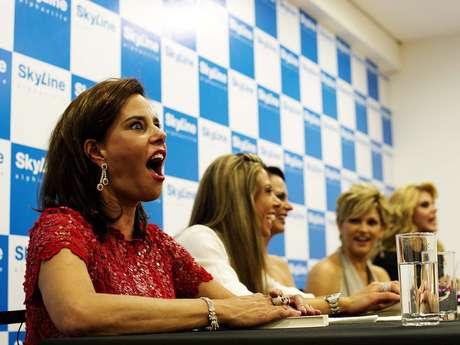 Ao lado de Narcisa Tamborideguy e Val Marchiori, as participantes da 2ª temporada do reality show 'Mulheres Ricas' - Mariana Mesquita, Cozete Gomes, Andréa Nóbrega e Aeileen Varejão