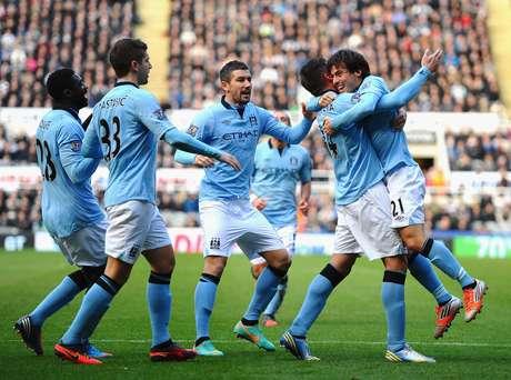 Manchester City tenta alcançar o rival Manchester United na ponta da tabela