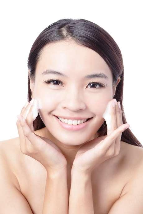 Cremes completos com base líquida, hidratantes e protetores solares otimizam o tempo dos cuidados com a pele