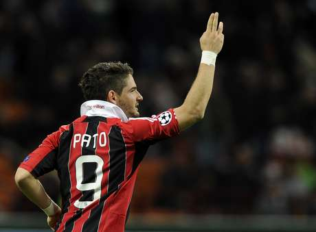Por R$ 40 milhões, Corinthians compraria 50% dos direitos do atacante junto ao Milan, segundo imprensa italiana