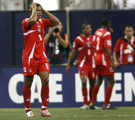 Zagueiro do futebol colombiano ficou mais longe de reforçar o Palmeiras