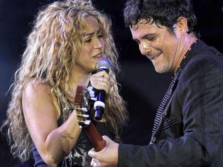Shakira le desea a Alejandro Sanz lo mejor en su cumpleaños.