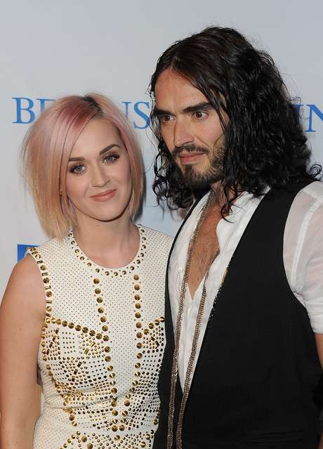 Katy Perry felicita a Russell Brand