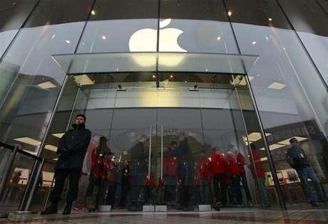 Primeiro serviço de mapeamento da Apple havia recebido críticas ferozes por ter erros embaraçosos. Empresa negocia compartilhamento de dados do Foursquare Labs em novo sistema. 14/12/2012