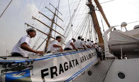 A fragata da Marinha argentina que estava retida em Gana a pedido de investidores