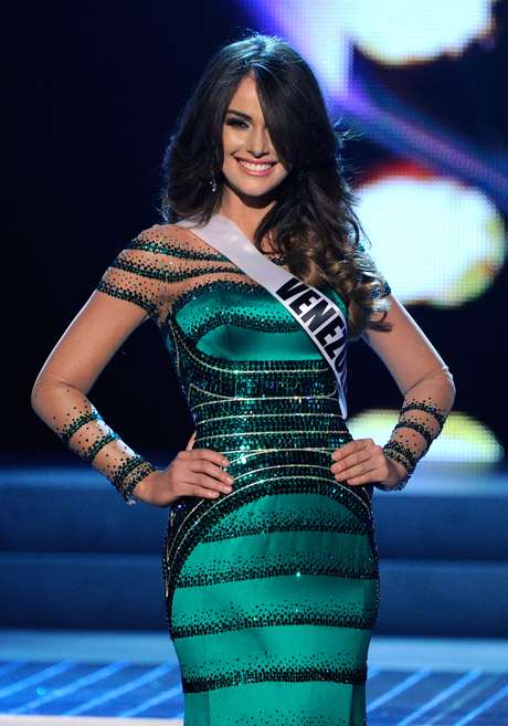 Miss Venezuela se equivocó en su respuesta y en su vestido.