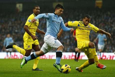 À frente do ataque do Manchester City, Aguero fez o torcedor se desesperar com as inúmeras chances desperdiçadas