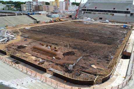 <p>Obras em Curitiba têm problemas de cronograma e correm risco de não ficarem prontas a tempo</p>