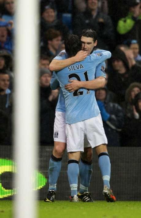 Barry se abraza con el 'Chino' Silva.