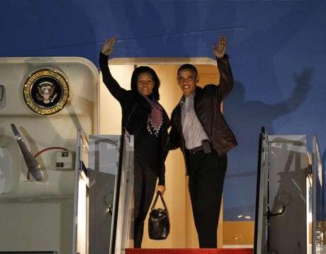 El presidente estadounidense Barack Obama y su familia llegaron a Honolulú para iniciar sus vacaciones decembrinas en Hawai, donde el mandatario nació y fue criado.