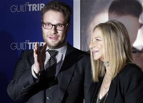 "Barbra Streisand and Seth Rogen, stars of the new film ""The Guilt Trip"" pose as they arrive at the film's premiere in Los Angeles December 11, 2012."