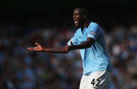 <p>Yaya Touré estaria irritado com a demora do Manchester City para renovar seu contrato</p>