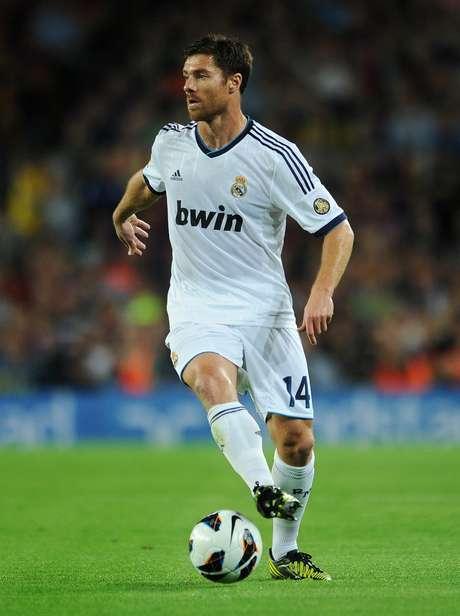 <p>Xabi Alonso tem contrato com o Real até 2014</p>