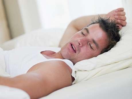La xerostomía es la sensación de tener sequedad bucal por la falta o disminución de la saliva