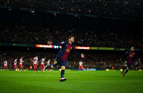 Messi celebra uno de sus 91 goles de 2012 en el Camp Nou.