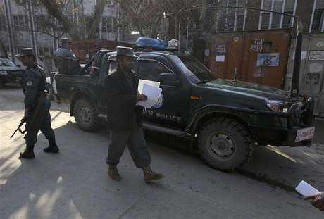 U.S. security personnel escorts a U.S. convoy to Kabul police headquarters in Kabul December 24, 2012.
