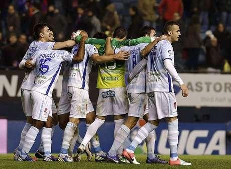La mejor noticia ha sido la manera de cerrar el año. Victoria en Pamplona frente a un rival directo por la salvación, demostrando el equipo una unión en torno a su entrenador: Juan Antonio Anquela.