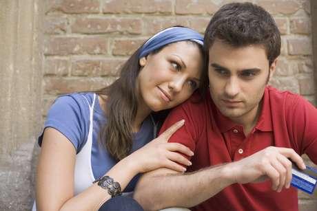 Alguns casais fazem acordos de pequenas exceções de fidelidade sexual ou que possibilite mais liberdade, sem que seja preciso mentir. No acerto, há uma coisa que não pode ser quebrada: a honestidade