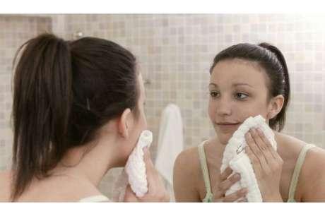 No temas usas aceite en tu rostro ya que posee muchos nutrientes que son benéficos para tu piel.