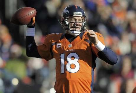 El quarterback Peyton Manning, de los Broncos de Denver, durante el partido en contra de los Browns de Cleveland, el domingo 23 de diciem bre de 2012, en Denver.
