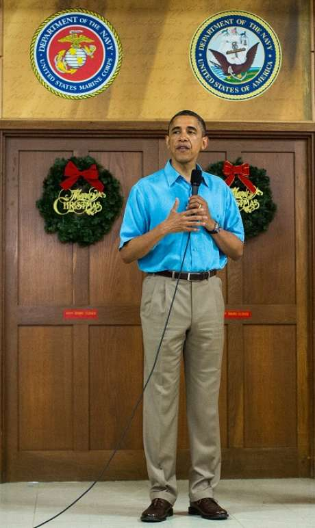 Obama and congressional lawmakers left Washington on Friday for the Christmas holidays with talks to avert the fiscal disaster in limbo.<br />