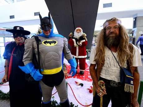 Os amigos Seg, Ursão e Papy, como são conhecidos, se fantasiam de super-heróis para protestar contra a violência em SP
